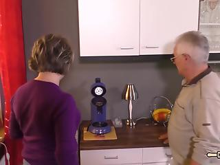 Granny and grandpa are fucking in the kitchen in hot XNXX action