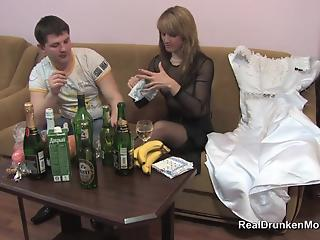 Try-on of wedding dress ended for drunken MILF with hot sex