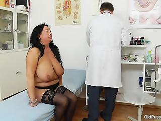 Stunning big-boobed mature BBW looks awesome with naked pussy