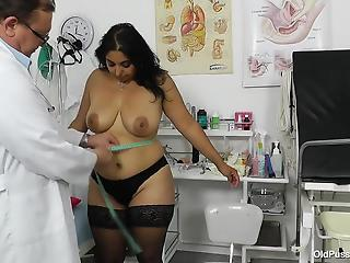 Real doctor explores wide-opened pussy of a chubby mature brunette