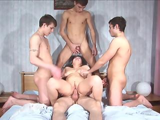 Young dudes are double penetrating sex-addicted cougar in the bedroom