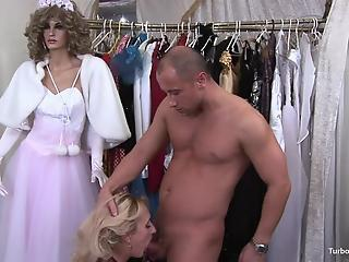 Muscled man impales tight pussy of a MILF in the dressing room