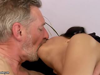 Dick-loving amateur brunette gives a deep blowjob and gets nailed by old...