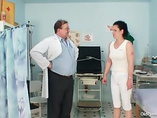 Slim housewife opens hairy pussy for fat doctor and his tools
