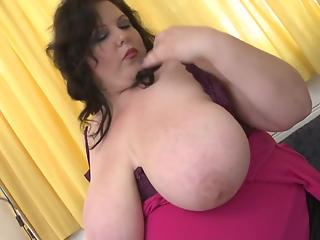 Alone BBW slut thrusts various sex toys deep into bald peach